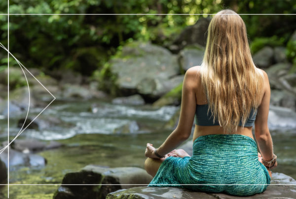 Join Juliana Spicoluk from Boho Beautiful for this free short and peacuful meditation to manifest and attract more love and positivity.