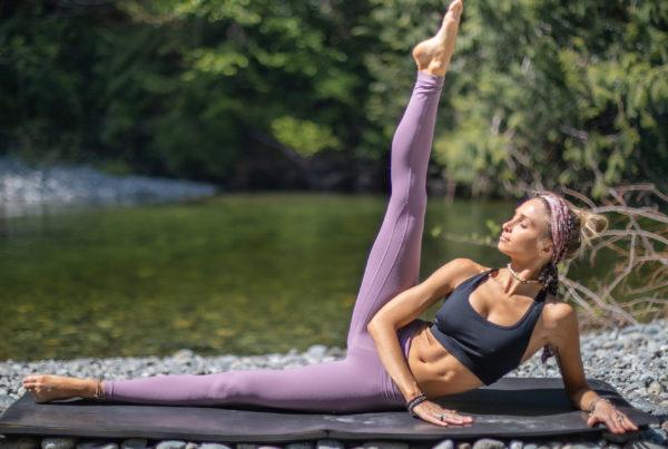 Easy & Effective inner thigh workout by pilates teacher Juliana Spicoluk from Boho Beautiful